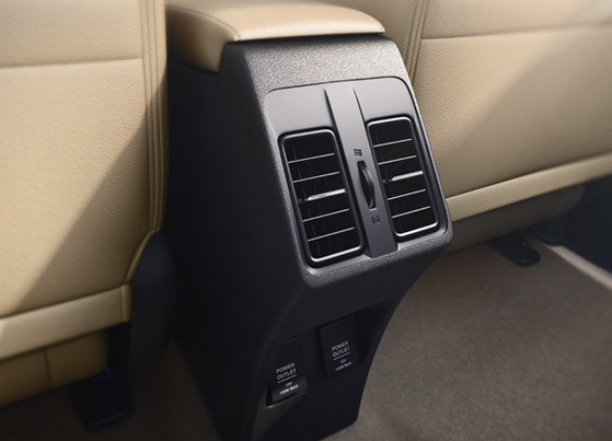 Rear AC Vent with Charging Ports